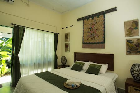 pavilion room with air conditioner, private bathroom with hot and cold water
