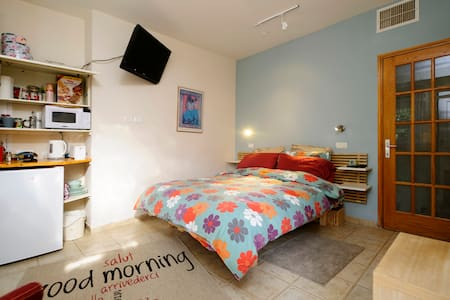 Cozy bed & bath w/ private entrance - Kfar Saba - Pousada