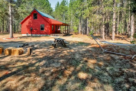 Wondrous 2BR South Boardman Cabin - Blockhütte