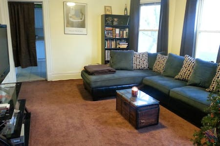 Spacious Apt. in East Rutherford - Appartement