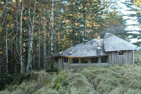 Simple, rustic, off-grid heaven. - Haida Gwaii