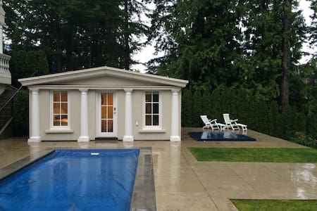 Private Garden Pool House & Ensuite