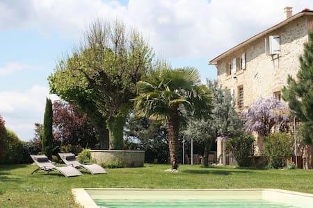 Les Magnarelles - chambre + piscine - Casa