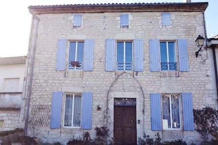 Beautiful house in South of France - Bed & Breakfast