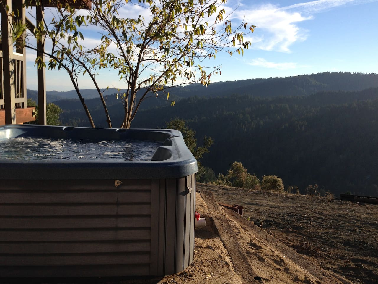 You own private Hot Tub with a View. Warm water and Jets after a hike!
