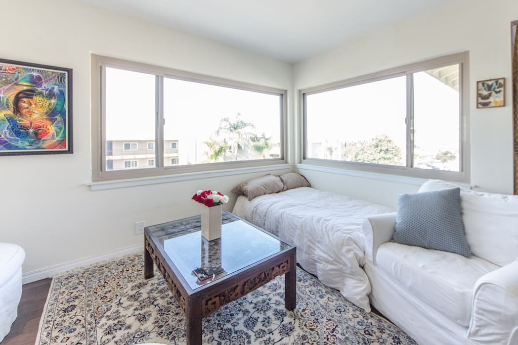 Spectacular ocean view from a second daybed in the living room