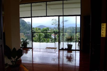 Mountain Views Kandy Sri Lanka - Bed & Breakfast