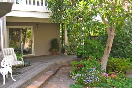 Private entrance/walk to Stanford - Menlo Park - House