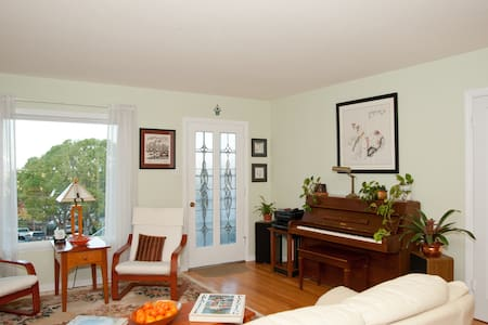 Welcoming SF Peninsula Room for You - Casa