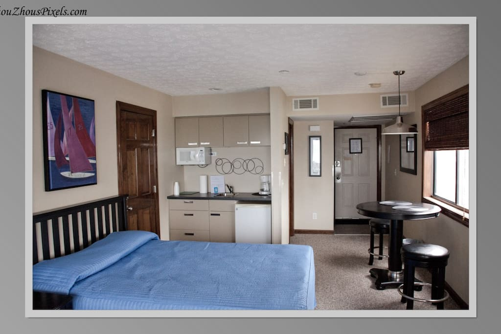 Another angle of the room and the amenities.