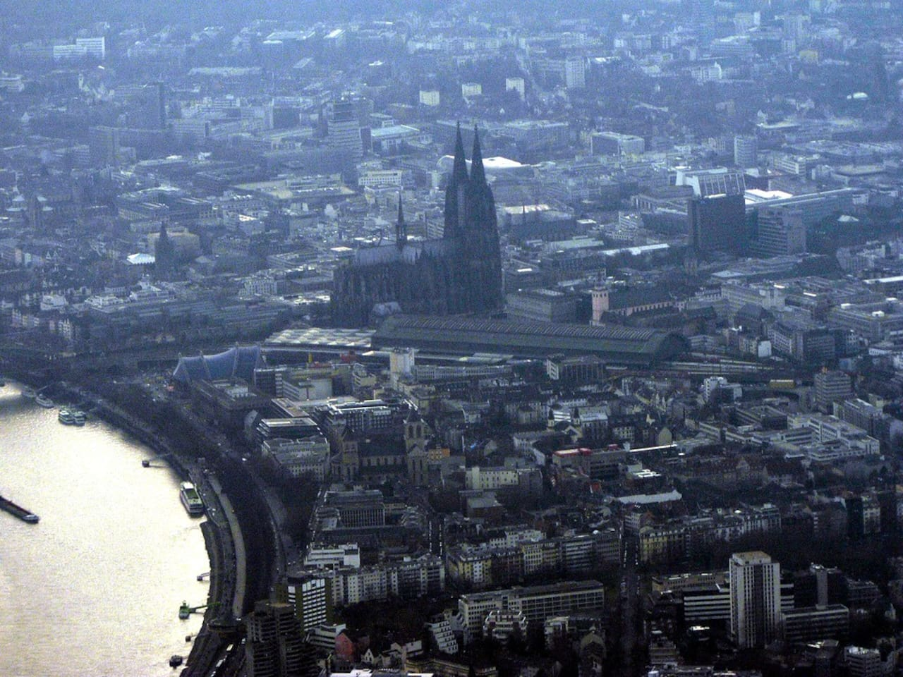 Cologne Cathedral (der Dom, not a view out our window!) - 15 min. walk from our door!