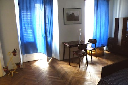 Rooms in the historical city center - Apartment