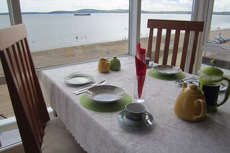 Beachfront Seashells B+B; Sleeps 4 - Inap sarapan