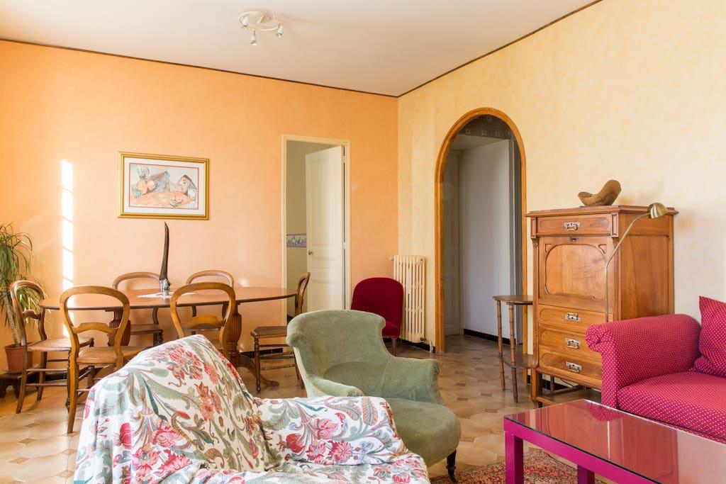 Jolie chambre dans villa au calme