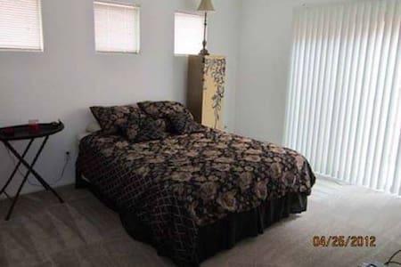 Great room to rent  - Ház