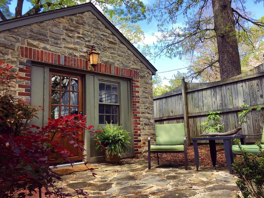 Cozy carriage house in downtown florence al houses for I want to design my own house