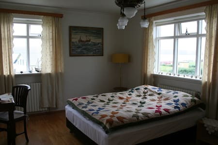 Large double room in Wave Guesthouse (room no. 3) - Pensione