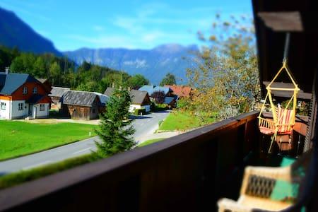 Gorgeous Traditional Family House & Mountain View - Seluruh Tingkat