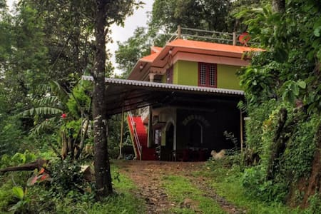 Kudils homestay private room - House