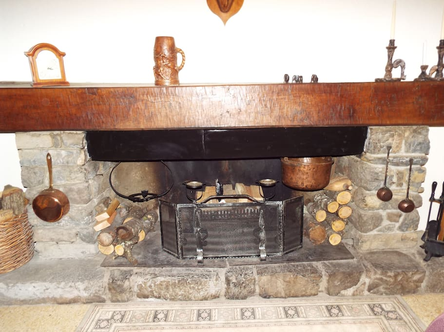 Large open fire, perfect for snuggling up to your partner on a cold winters evening. Or maybe even toasting your marshmallows!