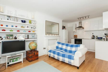 Spacious two bed flat by Hyde park - Apartment