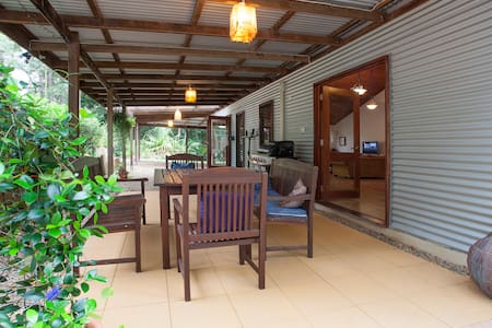 Art House in Rainforest - House
