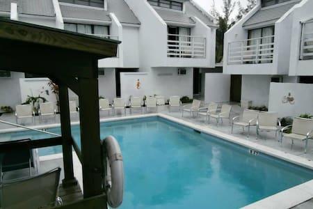 Apart-Hotel with Swimming Pool - Nassau