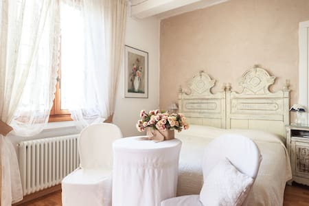 """La Maison B"", l'insolita Bologna - Camera doppia - Bed & Breakfast"