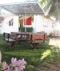 Ia orana in My Little Fare, Papeete - Hytte (i sveitsisk stil)