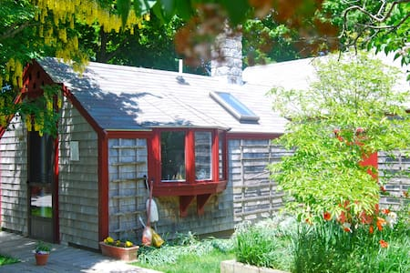 Cape Cod Cottage-Crosswinds B&B   - Eastham