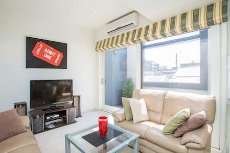 City Fringe - 2 bedroom - West Melbourne - Apartment