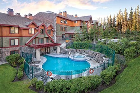 Canmore Gorgeous 1 BDR K/Q For 4 - Canmore - Condominium