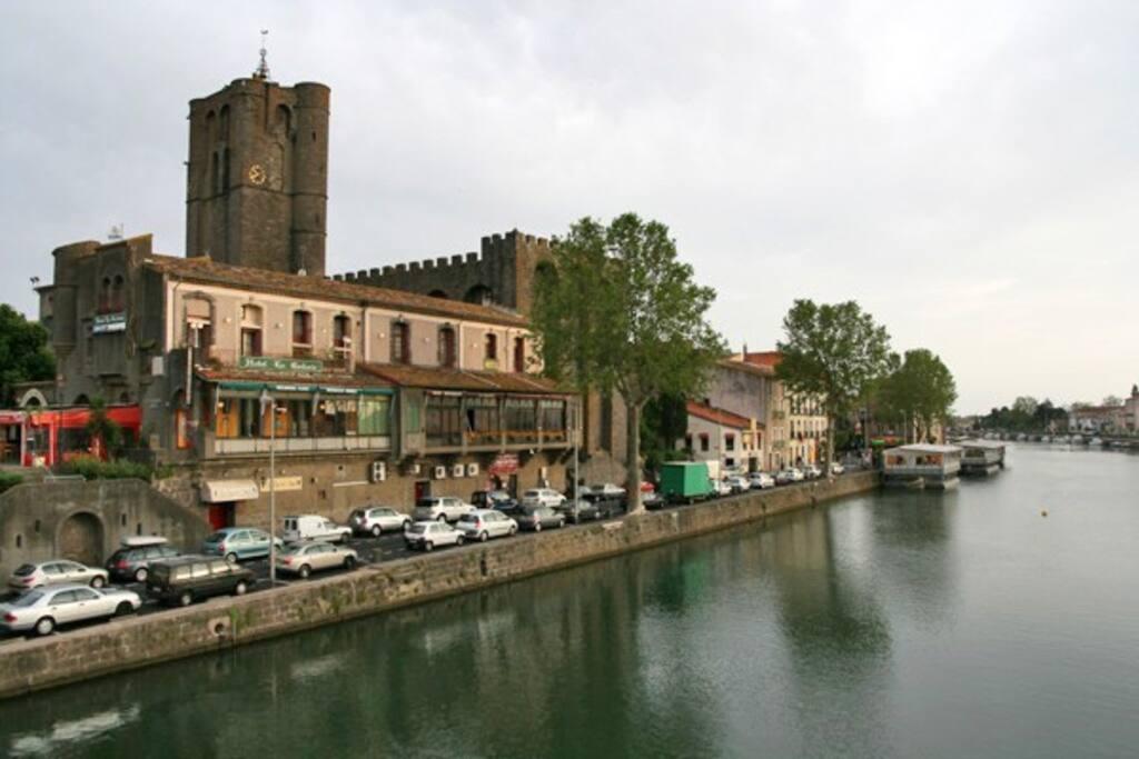 Den gamla staden Agde, vid floden Herault. 3 min till fots från lgheten.