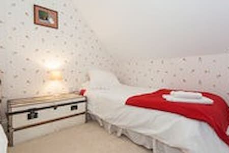 Twin bedroom in Central Sherborne - Casa