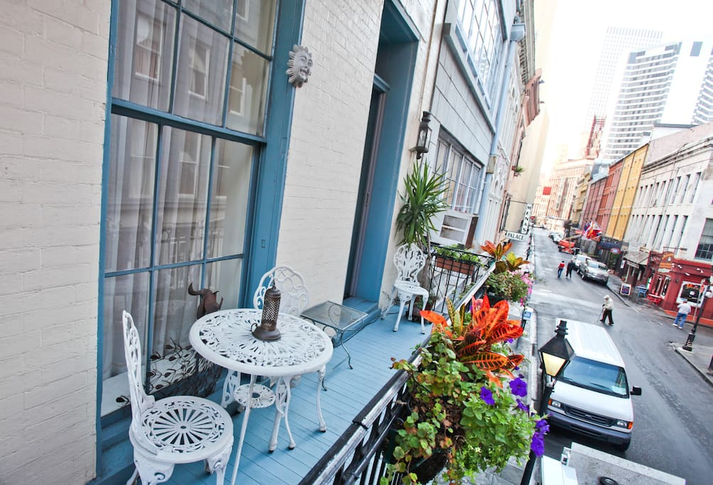 French Quarter Balcony - King bed