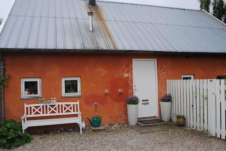 Unique Mediterranean-style cottage - Hellerup