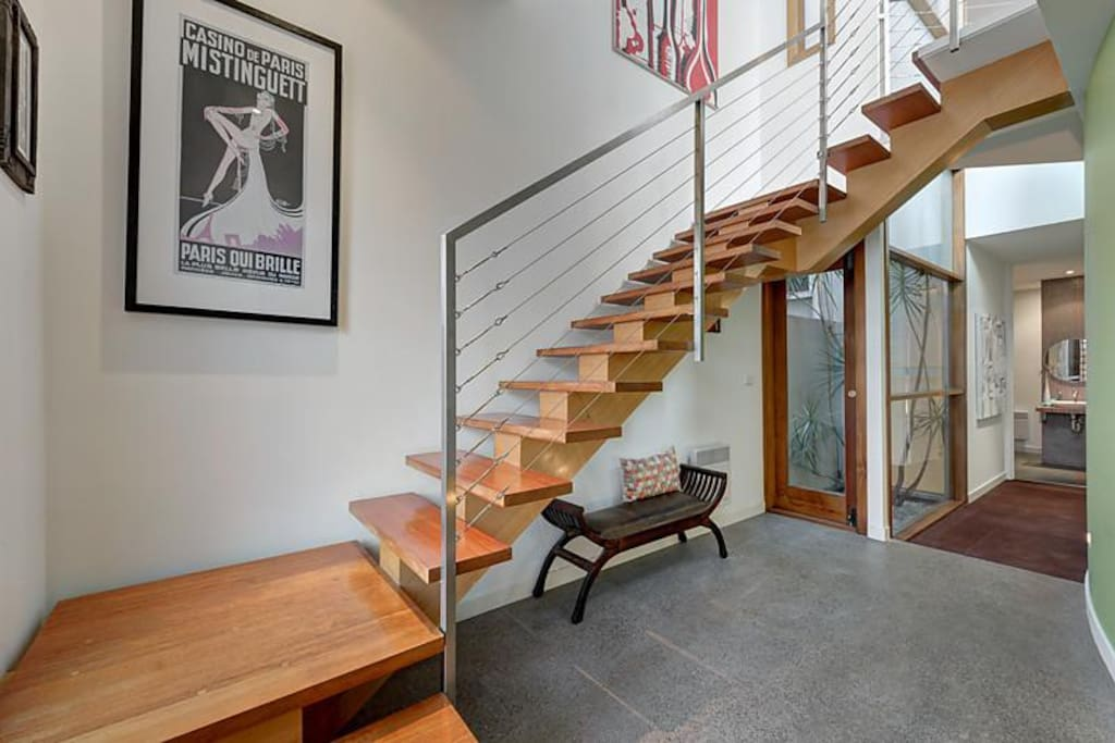 Big Room in trendy City Townhouse *WIFI + PARKING