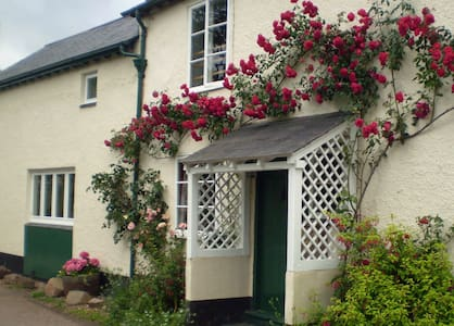 Forge Cottage, Wootton Courtenay - Hus
