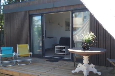 Studio de jardin indépendant 500 mètre de la plage - Chalet