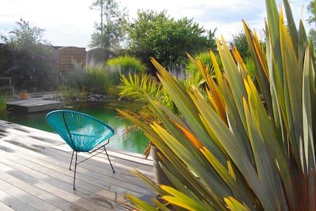 Gite avec bassin naturel - House