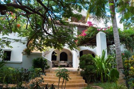 Bislet House Shela - Shela - Hus
