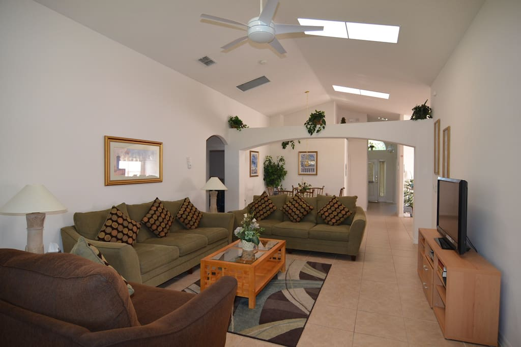 Large family room for all to enjoy (with flat screen TV, DVD and HD cable)