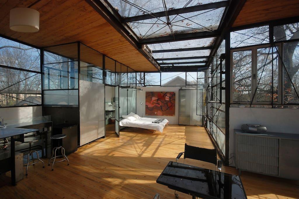 Top Floor Studio with living/bedroom and bathroom