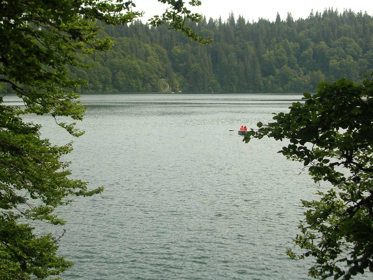 Lac Pavin dans le massif du Sancy en Auvergne