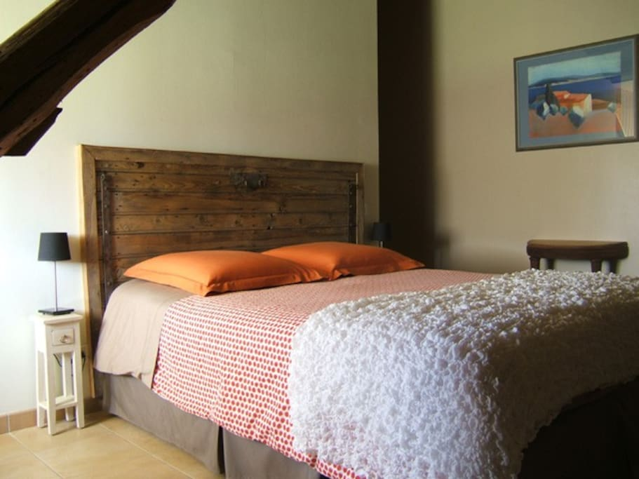 Avitus dans une ferme ancienne bed breakfasts louer for Tete de lit porte