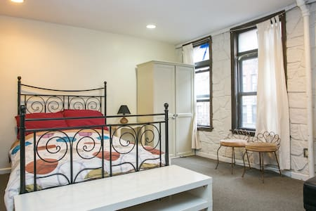 Studio in East village/own bath! - Nueva York - Apartamento