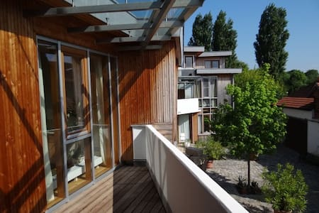 Modern studio flat south of Vienna - Appartement