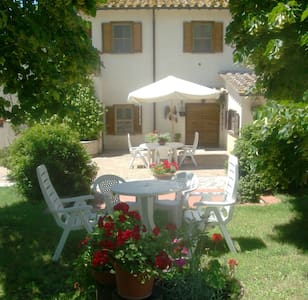 Camera tripla B&B Casale Isorella - San Gemini - Bed & Breakfast