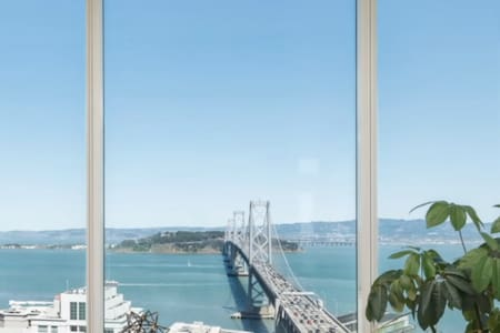 Luxury High Rise Condo with Waterfront View - San Francisco - Condominium