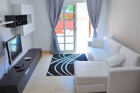 Modern apartment in del Duque area - Appartement